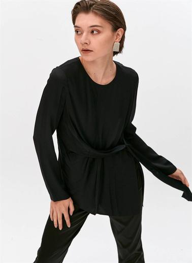 Rue Düğüm Detaylı Tokalı Bluz Siyah